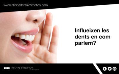 Influeixen les dents en com parlem?