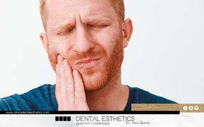 Per què apareixen els abscessos dentals?